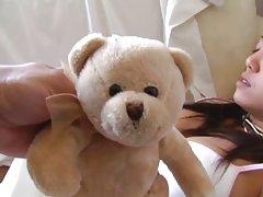 Teddy bear 영이 깨어 여자가 그녀를 얻을 수 있는 좋은 섹