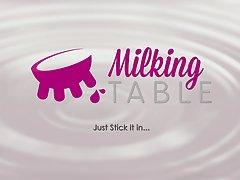 테이블 아래 milkingtable 비밀 입으로