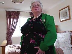 할머니,어떤 큰 가슴과 더러운 마음