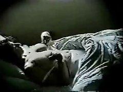 습니다. 엄마 Masturbates 에침대 1 개입니다. 숨겨진 카메라
