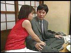 일본 여자에게 손을 일 동안 저녁 식사를 제공합
