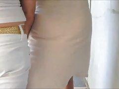 완벽 한 보기를 통해 화이트 드레스
