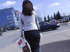요가 바지 + 그녀와 상호 작용에서 솔직 몰 엉덩이