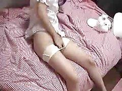 일본인 소녀 역을 가진 그녀의 음부에침대 1 개