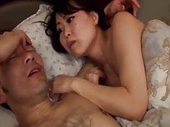 사랑스러운 일본 간호사 rubs 남자 친구