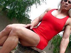 skadi 페르 트는-빨간 드레스 근육