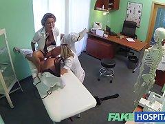 Fakehospital 버릇없는 금발의 간호사 의사들을 가져옵 관심과 참음!