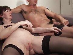 니스 엉덩이와 작은 아랫배,작은 가슴