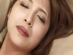 일본의 아름다운 젊은 여인은 망