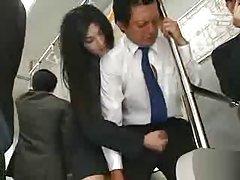 공공 버스에서 아시아 주무