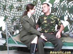 6 역할을 재생:성에서 군대