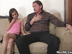 그가 그녀의 타고한 것이 아니라 자신의 stepdad