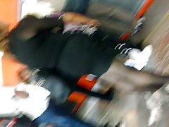 en el 지하철: madurita 섹시 한 en minivestido 흑인
