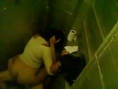 선생님이 잡히는 학생의 지독한 화장실