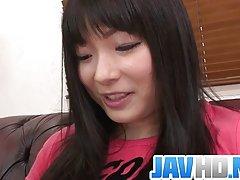 큐티 Hina Maeda 옵니다 그녀의 면도 음부에 알몸