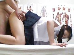Japanese schoolgirl(18)망간 중 의사의 진찰