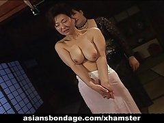 아시아 베이에 있는 로프로 종 노릇 하는 장면
