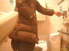 공공 화장실 성숙한 엄마