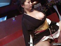 두 명의 흡연 뜨거운 일본 여자 즐길 야생 야 한 threesom