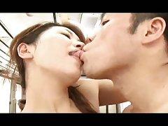 예쁜 Busty 일본 섹시한중년여성