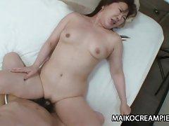 젖은 일본의 섹시한중년여성,ishikura 퍼짐곳이 성