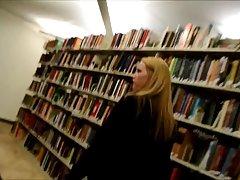 공공 도서관에 빌어 먹을 뜨거운 학생 부부