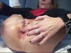 MT 섹시한 piercings-pierced 할머니는 거대한 항문 장난감